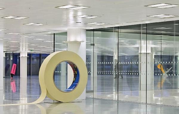 Розкреслений, розрізаний, заклеєний і відміряний лондонський офіс.. Фото 4