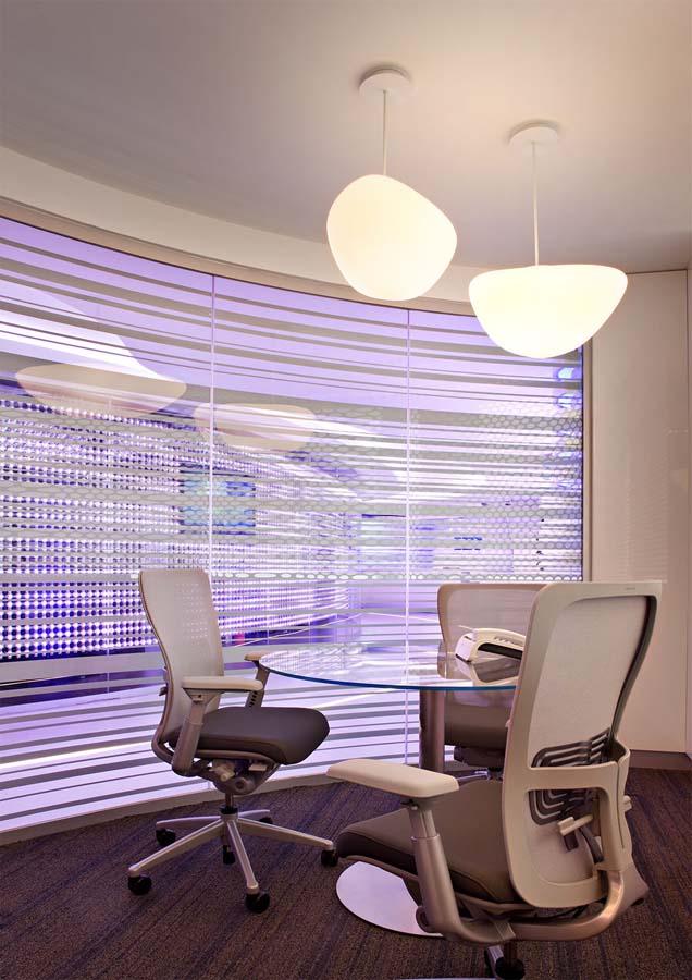 """Редизайн офісу IBM в стилі """"Гості з майбутнього"""""""