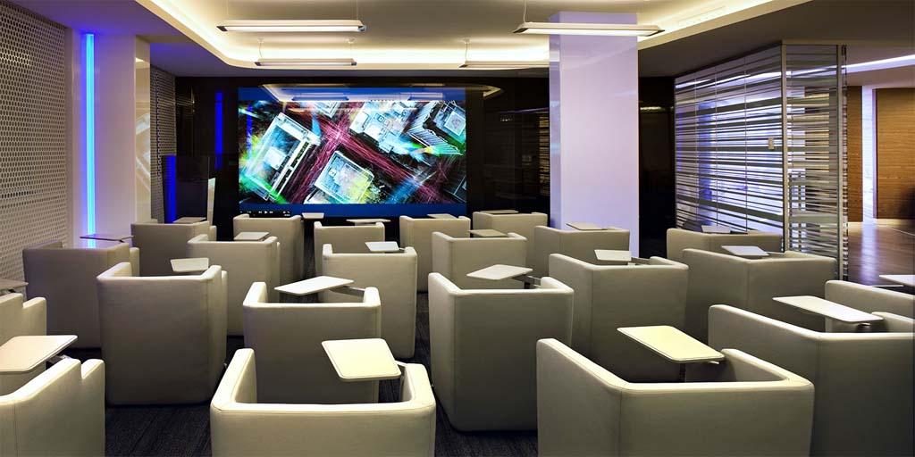 """Редизайн офісу IBM в стилі """"Гості з майбутнього"""". Фото 3"""