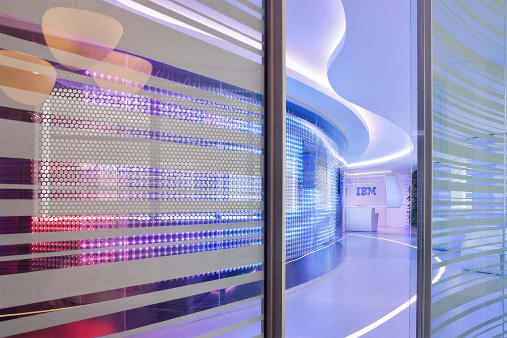 """Редизайн офісу IBM в стилі """"Гості з майбутнього"""". Фото 7"""