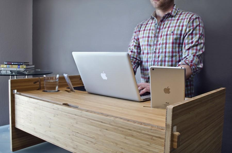 Стіл, за яким можна працювати стоячи. Фото 3
