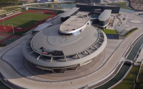 Фанат Star Trek витратив $160 млн на побудову офісу у вигляді космічного корабля