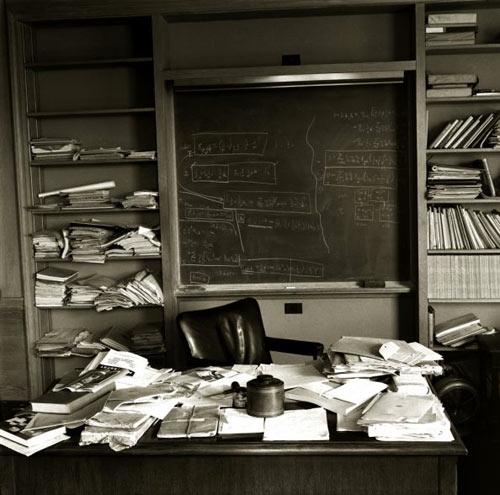 Геніальність і порядок на робочому столі. Фото 2